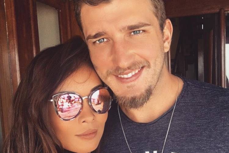 Aislan Lotici, ex-Vasco, e Carol Nakamura terminam noivado