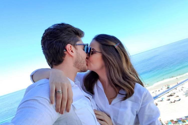 Klebber Toledo fala sobre preparativos para o casamento com Camila Queiroz