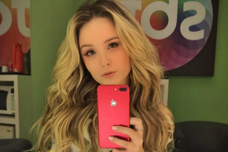 Larissa Manoela faz mudança radical e volta a exibir cabelo natural