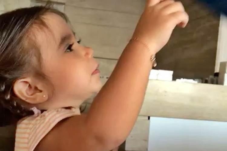 Maria Flor dá show de fofura em vídeo com Deborah Secco - Área VIP 884e709584