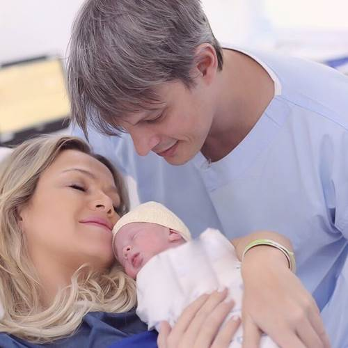 Eliana e Adriano com a filha (Instagram/Foto: fotografa_thalitacastanha)