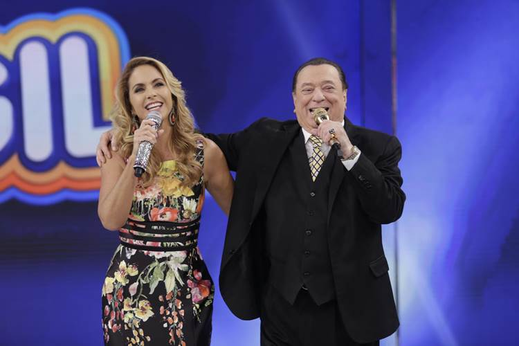 Lucero e Raul Gil (Rodrigo Belentani/SBT)