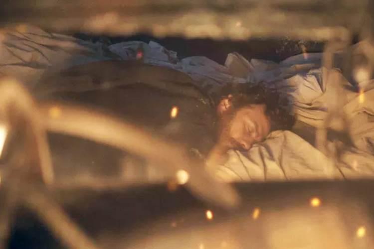 Anna e Joaquim são encurralados em navio em chamas em 'Novo Mundo'