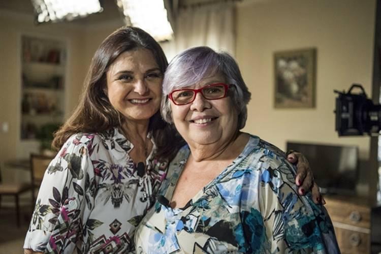 Elizângela recebe D. Fátima, mãe da Bibi da vida real (Globo/ Estevam Avellar)