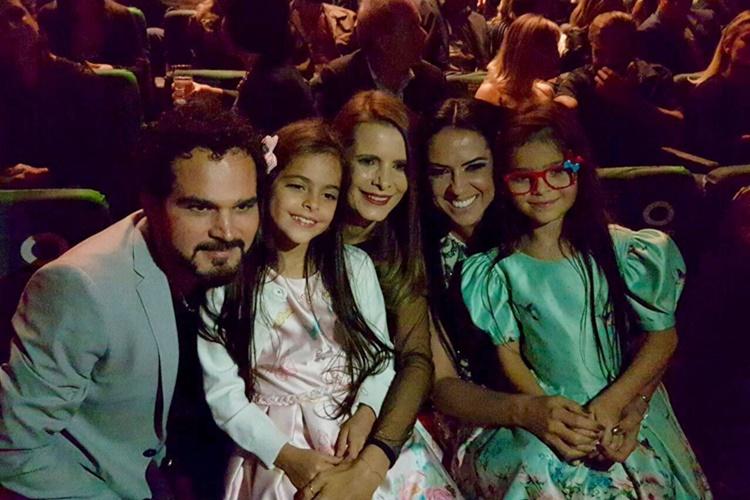 Luciano com a mulher e as filhas - Graciele (Marcos Ribas/ Brazil News)