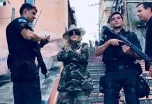 Madonna e policiais (Reprodução/Instagram)