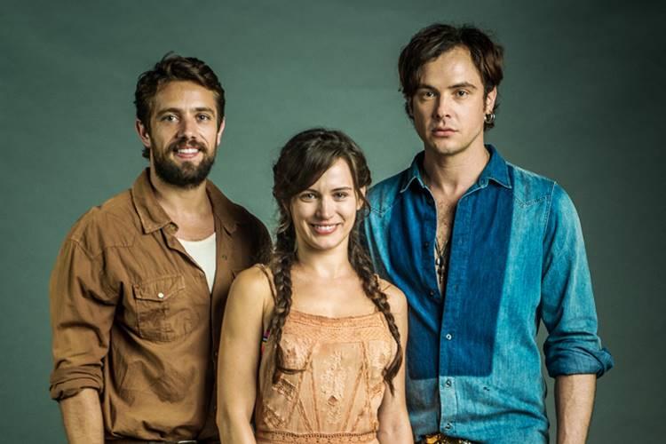 O Outro Lado do Paraíso - Renato - Clara e Gael (Globo/Raquel Cunha)