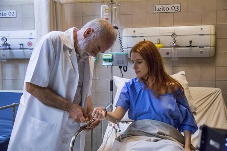 Pega Pega - Mônica foge com a ajuda de Timóteo (Globo/Marília Cabral)