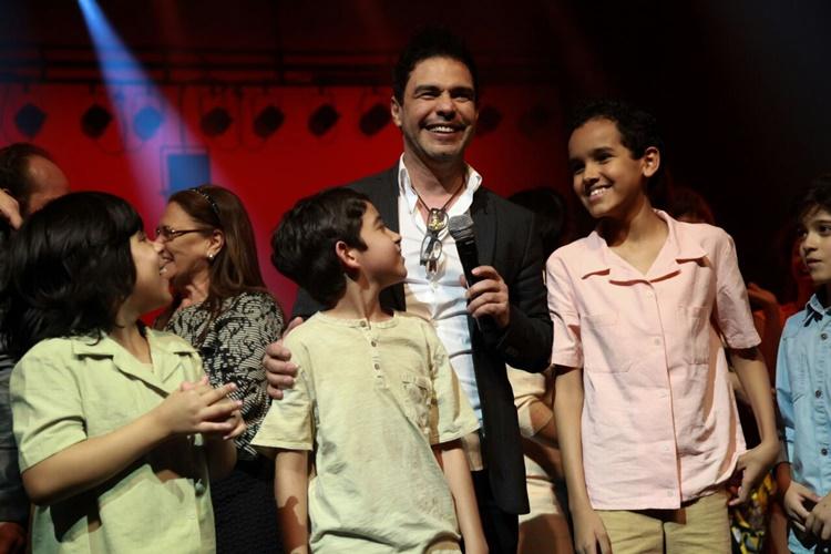 Zezé com atores no Musical (Marcos Ribas/ Brazil News)