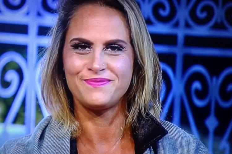 Aritana Maroni vira piada na Record TV; saiba o motivo
