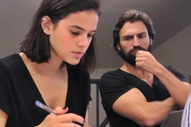 """Bruna Marquezine estaria encantada com ator português de """"Deus Salve o Rei"""""""