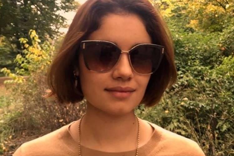 Sophie Charlotte radicaliza e surge platinada; confira