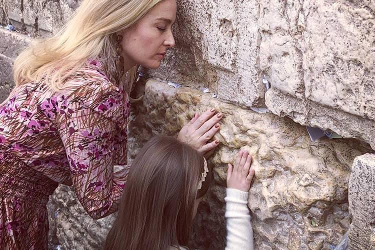 Angélica visita Muro das Lamentações em viagem a Israel: