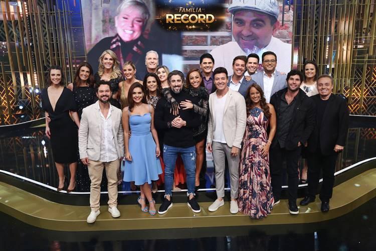 43800f54def95 Confira os presentes dos artistas do amigo secreto da Record TV - TV Catia  Fonseca