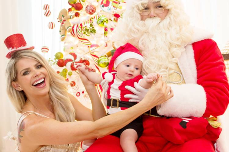 Filho de Karina Bacchi, Enrico posa vestido de Papai Noel e encanta ... c898525ed1