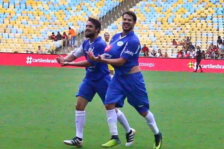 Rafael Cardoso e José Loreto marcam gol e fazem homenagem para filhos que vão nascer
