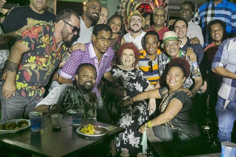 Sambistas fazem homenagem para Arlindo Cruz (Globo/ Rafael Campos)