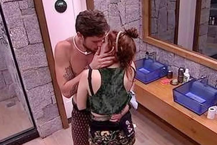 BBB18 - Breno e Ana Clara se beijam (Reprodução/TV Globo)