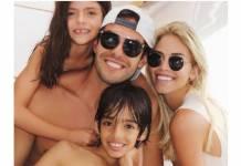 Kaká com os filhos e a noiva/Instagram
