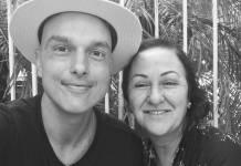 Leo Rosa com a mãe/Instagram