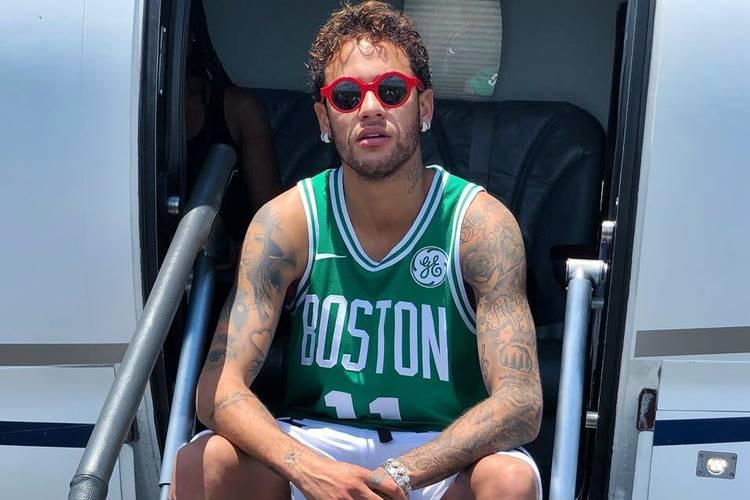 Neymar posta foto ao lado de Marquezine e filho, Davi Lucca