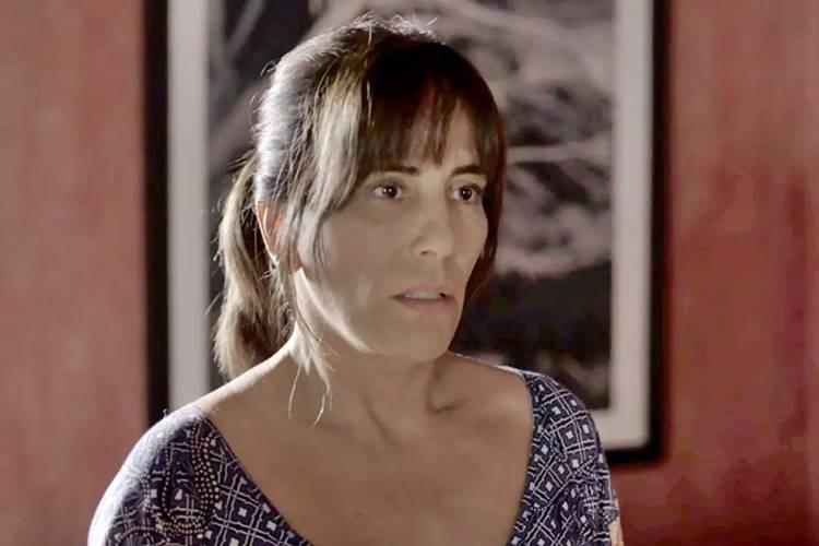 O Outro Lado do Paraíso: Clara conhece Adriana e se surpreende