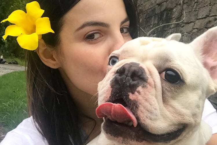 Sthefany Brito lamenta morte de cachorro após sumiço