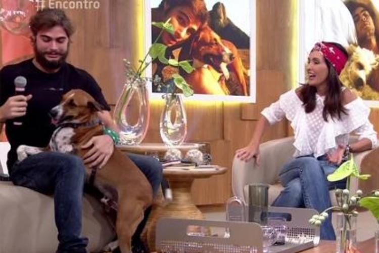 Rafael Vitti com o seu cachorro e Fátima Bernardes - Reprodução/TV Globo