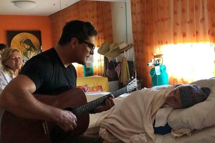 Xuxa publica vídeo emocionante de Junno cantando para sua mãe – Veja!
