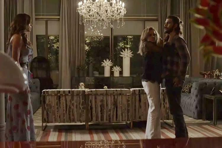O Outro Lado do Paraiso - Livia flagra Sophia e Mariano (Reprodução/TV Globo)
