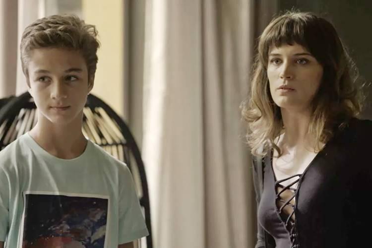 O Outro Lado do Paraíso: Após ser agredida, Clara denuncia Vinícius