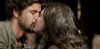 Tempo de Amar - Inácio e Maria Vitória se beijam (Reprodução/TV Globo)