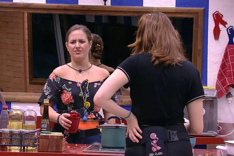 BBB18 - Patricia conversa com Ana Clara (Reprodução/TV Globo)