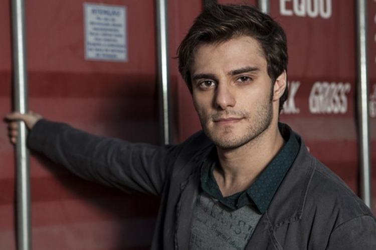 Primo de William Bonner, Hugo Bonemer está namorando com ator