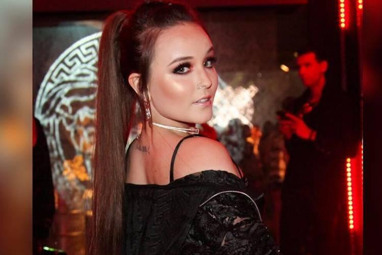 Larissa Manoela ousa em look de aniversário de Youtuber - Área VIP b626dce30e