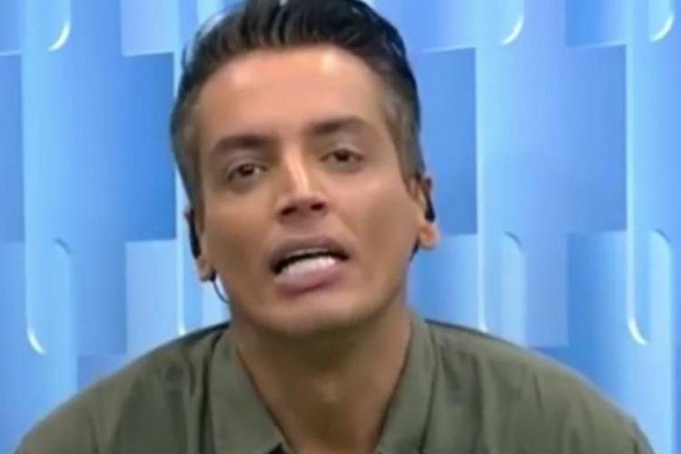 Após se irritar ao vivo, Leo Dias deixa o