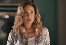 O Outro Lado do Paraíso: Nádia revela verdade sobre Karina para os pais da jovem (Reprodução/TV Globo)