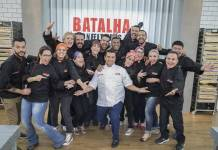 Buddy com os participantes (Edu Moraes/Record TV)