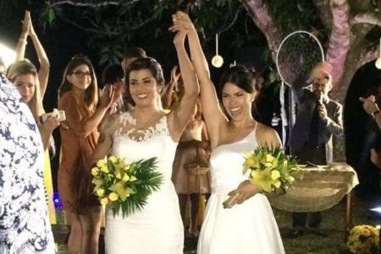 Bailarina do Faustão e namorada se casam