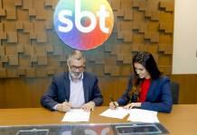 Débora Bergamasco assina contrato (Gabriel Cardoso/SBT)