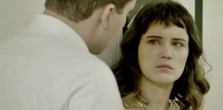 O Outro Lado do Paraiso - Clara conversa com Patrick (Reprodução/TV Globo)