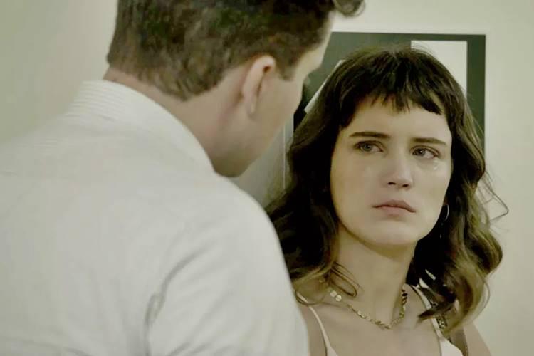 O Outro Lado do Paraíso: Clara desabafa com Patrick e acaba falando demais