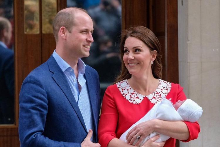 Após dar à luz ao filho, Kate Middleton deixa hospital