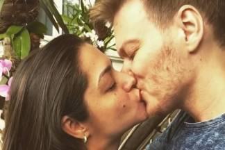 Thais Fersoza e Michel Teló se beijam para lançar desafio/Instagram