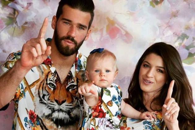 Alisson com a família (Instagram/Foto:lauragozziphotography)Alisson com a família (Instagram/Foto:lauragozziphotography)