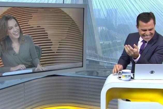 Ana Paula Araújo e Rodrigo Bocardi caem na risada (Reprodução/TV Globo)