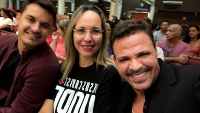 Eduardo Costa com amigos/Instagram