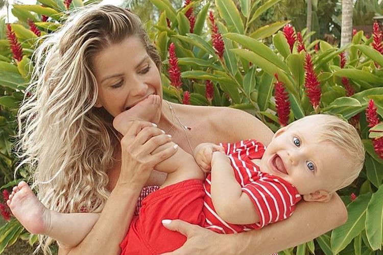 Karina Bacchi celebra 9 meses do filho com festa: