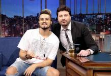 Luan Santana e Danilo Gentili (Lourival Ribeiro/SBT)