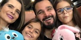 Luciano Camargo com a família/Instagram